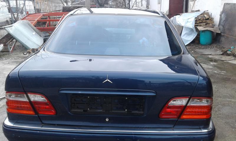 Mercedes-Benz E 200, снимка 7